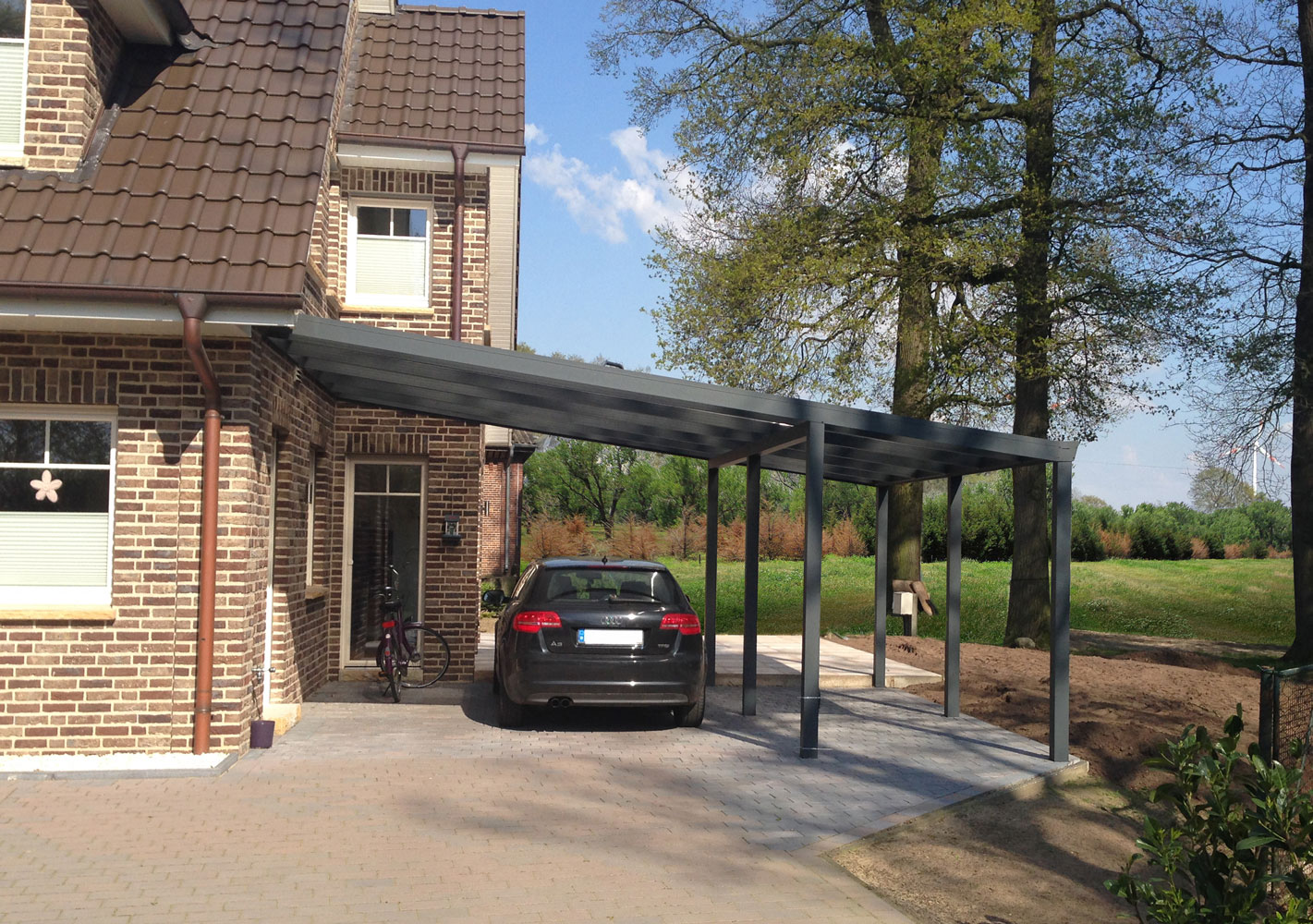 Carport in Anthrazit