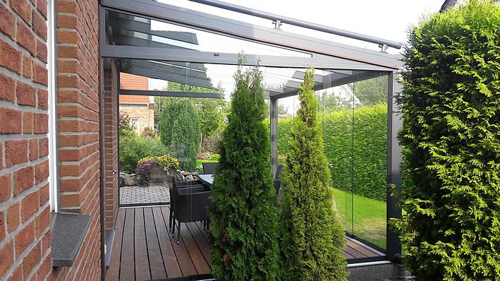 Terrassenüberdachung mit Holzboden